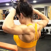 18 years old Fitness girl Beatriz Back workout